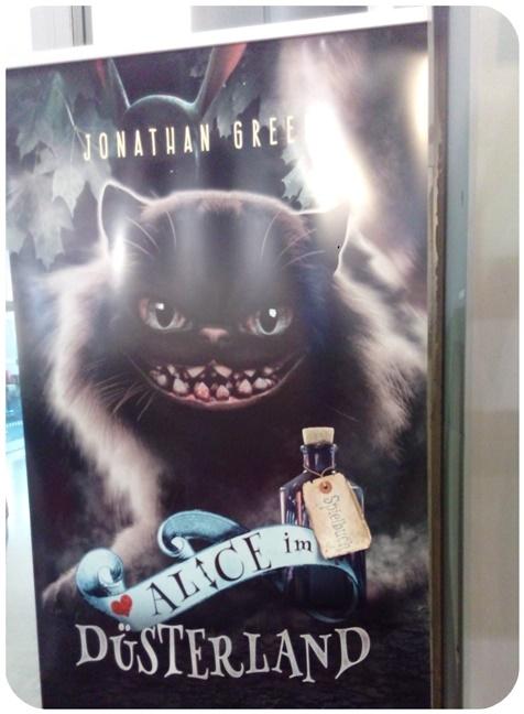 "alt=""Plakat Alice im Düsterland"""