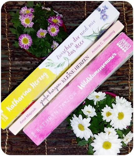 """alt=""""#3Bücher aus dem Regal mit Blumen auf dem Cover"""""""
