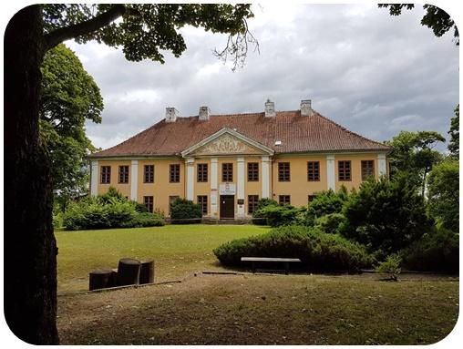 "alt=""Herrenhaus Schmolainen, Originalschauplatz Bernsteintränen """