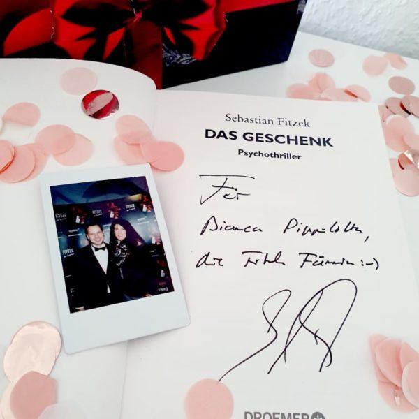 """alt=""""Signatur Sebastian Fitzek in Das Geschenk"""""""