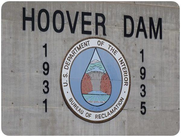 "alt=""hoover-dam"""